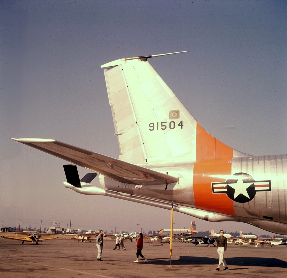 1504 flew with the 22nd Air Refueling Squadron, 1960-1962 - McChord's brief time as host to tankers.