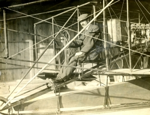 Another participant in the Hudson-Fulton extravaganza was the upstart Glenn Curtiss.